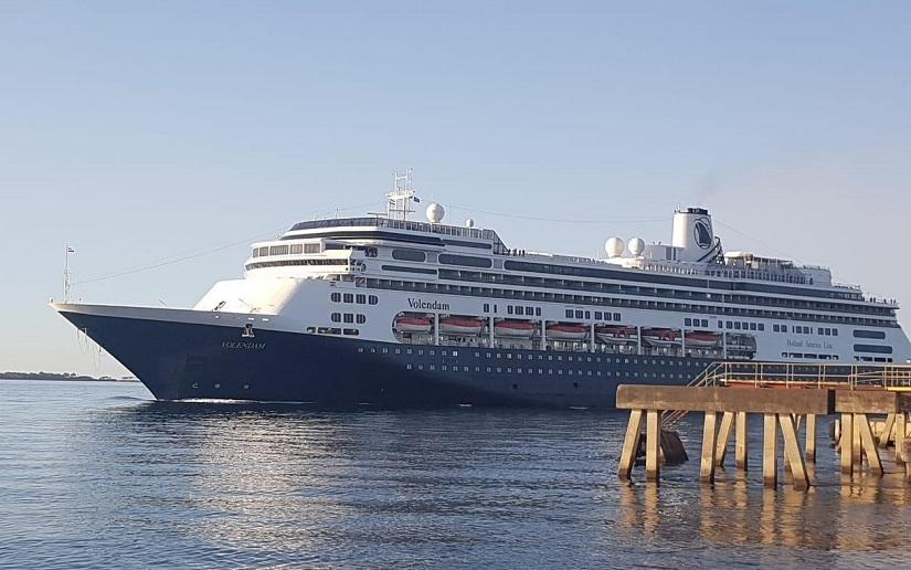 Arriba a Puerto Corinto el Crucero Volendam.