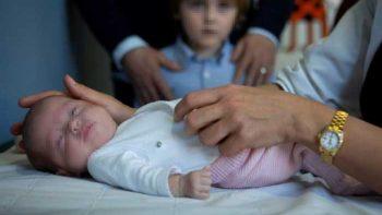 Operan del corazón a María, la bebé más pequeña del mundo
