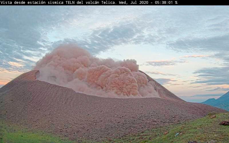 explosiones de gases en el volcán Telica