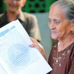 Aumenta entrega de títulos de propiedad en barrios de Managua