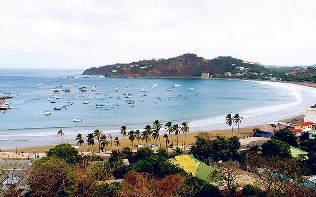 Refrescate en las aguas de la playa de San Juan del Sur