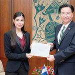 Embajadora de Nicaragua en Taiwán presenta Copias de Estilo