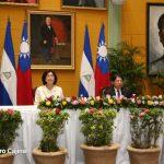 Condecoran a tres funcionarios de la Embajada de Taiwán