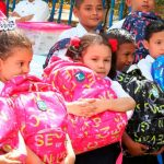 Colegios de Rio San Juan reciben paquetes escolares