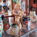 Inauguran vitrina de exposición con productos de cuero