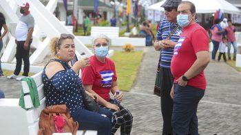 Comunidad cubana realiza feria en saludo al Día del Padre