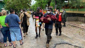 El Salvador decreta alerta por onda tropical